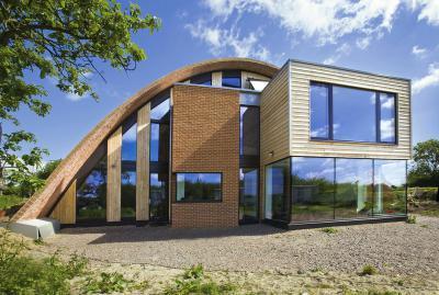 Különleges homlokzat sok ablakkal - homlokzat ötlet, modern stílusban