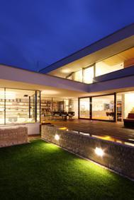 Átlátható belső terek sok ablakkal - erkély / terasz ötlet, modern stílusban