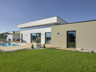 Stílusban és formában illeszkedő ablakok - erkély / terasz ötlet, modern stílusban