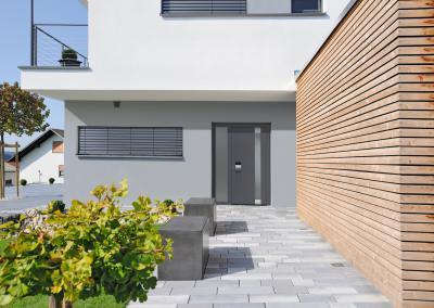 Modern megjelenésű bejárati ajtó - bejárat ötlet, modern stílusban