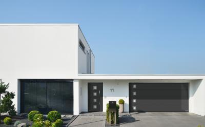 Bejárati ajtó és szekcionált garázskapu azonos designnal - bejárat ötlet, modern stílusban
