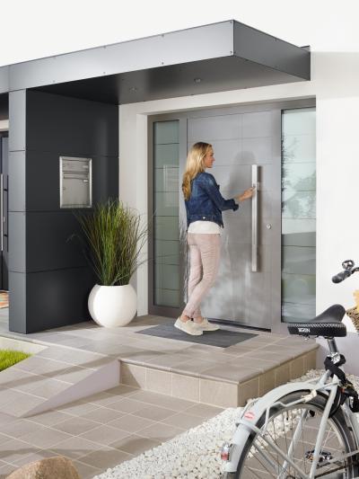 Biztonságos és energiatakarékos bejárati ajtó - bejárat ötlet, modern stílusban