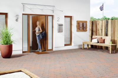 Természetes felületű bejárati ajtó - bejárat ötlet, modern stílusban