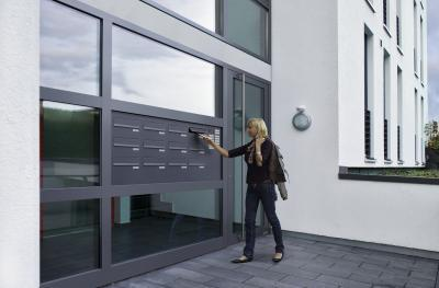 Bejárati ajtó társasházhoz - bejárat ötlet, modern stílusban