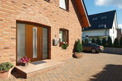 Klasszikus megjelenésű bejárati ajtó - bejárat ötlet, klasszikus stílusban