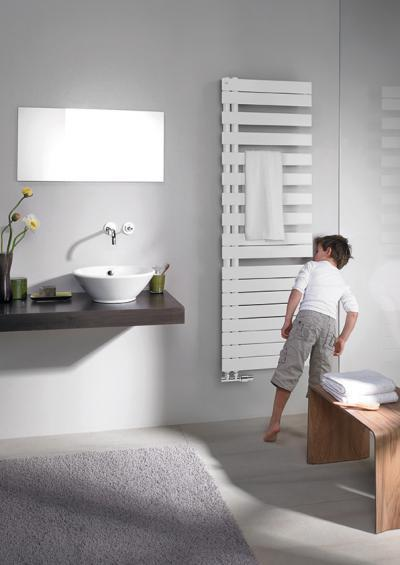 Zehnder Roda Spa Asym Traffic White jobbos melegvizes üzemmód - fürdő / WC ötlet, modern stílusban