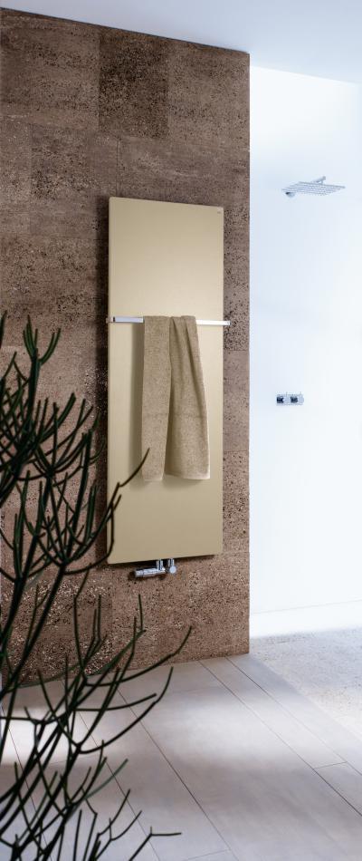 Zehnder Fina Bar Gold Look melegvizes üzemmód - fürdő / WC ötlet, modern stílusban