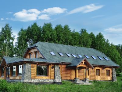 Rusztikus épület cserepeslemez tetővel - tető ötlet, rusztikus stílusban
