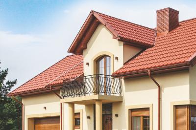 Cserepeslemez tető piros színben - tető ötlet, klasszikus stílusban
