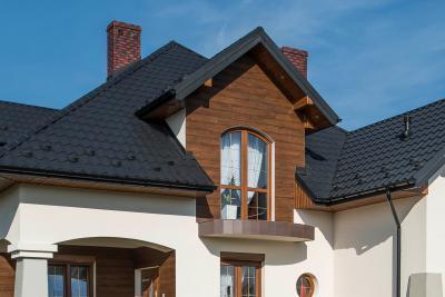 Klasszikus lakóház cserepeslemez tetővel - tető ötlet, klasszikus stílusban