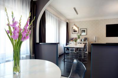Térelválasztó a nappaliban - nappali ötlet, modern stílusban