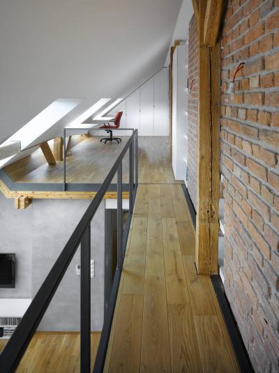 Tetőtéri folyosó - tetőtér ötlet, modern stílusban