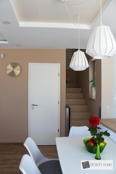 Étkezőasztal az ablak mellett - konyha / étkező ötlet, modern stílusban
