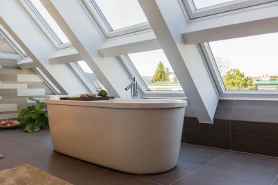 Látványos tetőtéri ablakok - tetőtér ötlet, modern stílusban