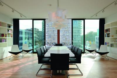 Üvegfal teraszajtóval - nappali ötlet, modern stílusban