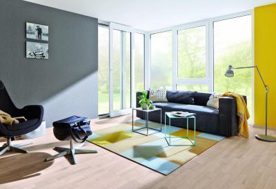 Üveg teraszajtó és sok ablak a nappaliban - nappali ötlet, modern stílusban