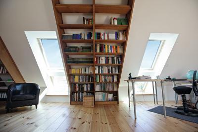 Tetősíkba épített ablakok - nappali ötlet, modern stílusban