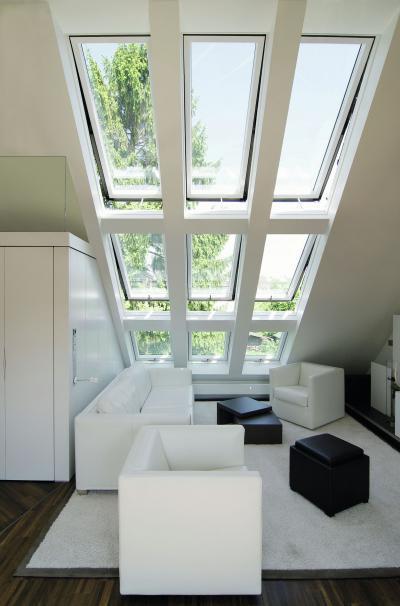 Több ablak együtt - nappali ötlet, modern stílusban