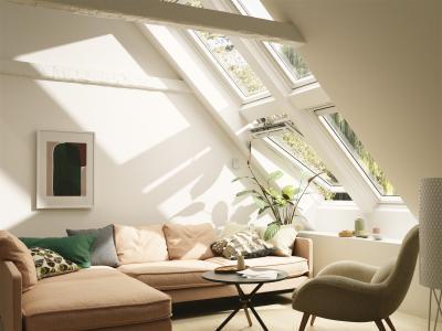 Dupla tetőtéri ablak a több fényért - nappali ötlet, modern stílusban
