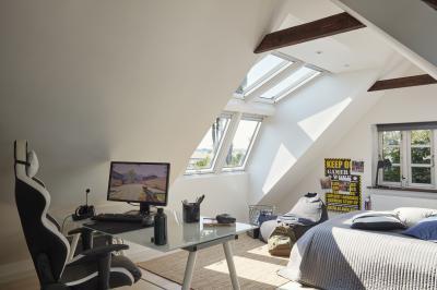 Gyerekszoba tetőtéri ablakkal - tetőtér ötlet, modern stílusban