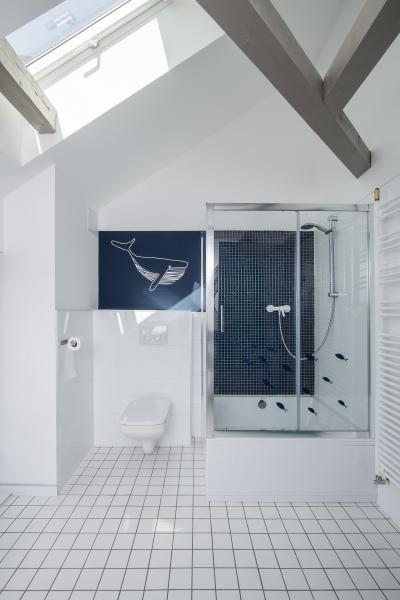 Természetes fények a fürdőszobában - fürdő / WC ötlet, modern stílusban