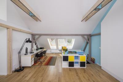 Dolgozószoba a tetőtérben - tetőtér ötlet, modern stílusban
