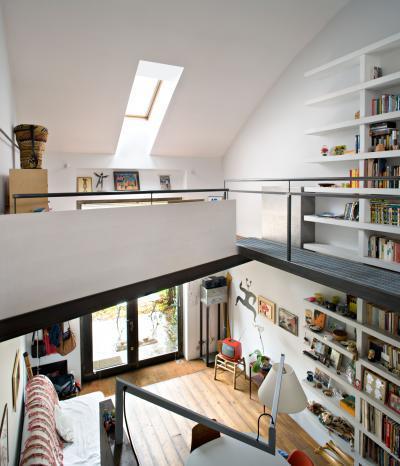 Tetősíkba épített ablak - nappali ötlet, modern stílusban