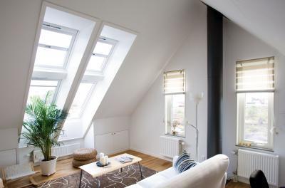 Tetősíkba elhelyezett ablak - nappali ötlet, modern stílusban