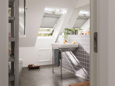 Műanyag bevonatos tetőtéri ablak - fürdő / WC ötlet, modern stílusban