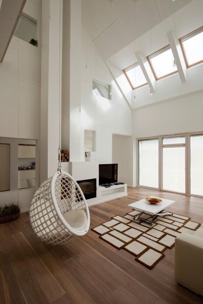 Távvezérelt tetőtéri ablakok - nappali ötlet, modern stílusban