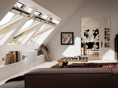 Esőérzékelős tetőtéri ablak - nappali ötlet, modern stílusban