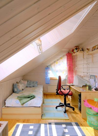 Fa tetőtéri ablak - gyerekszoba ötlet, modern stílusban