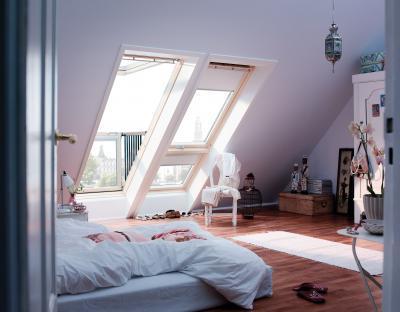 Saját erkély a tetőablakhoz - háló ötlet, modern stílusban