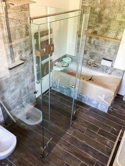 Három oldalu üveg zuhanykabin - fürdő / WC ötlet, mediterrán stílusban