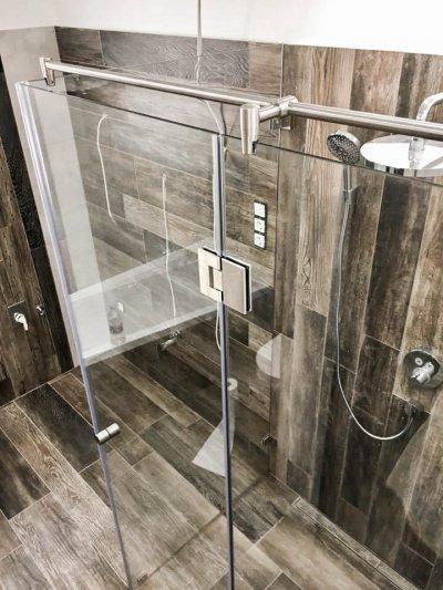 90°-os zuhanykabin - fürdő / WC ötlet, rusztikus stílusban