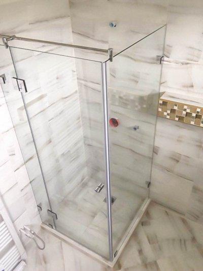 90°-os üveg zuhanykabin - fürdő / WC ötlet
