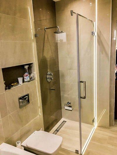 90°-os zuhanykabin - fürdő / WC ötlet, modern stílusban