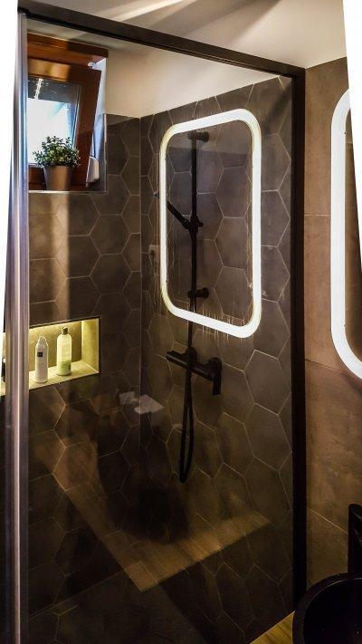 Fekete keret - fürdő / WC ötlet