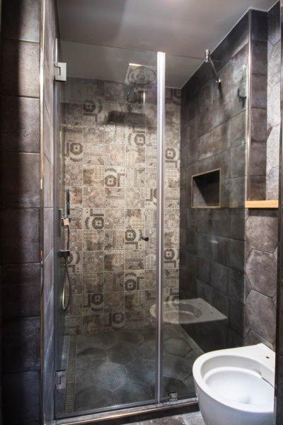 Rusztikus dupla üveg zuhany ajtó - fürdő / WC ötlet