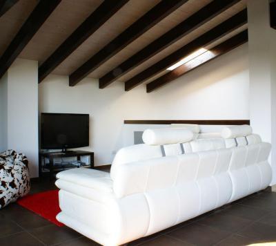 Uralkodó fehér - tetőtér ötlet, modern stílusban