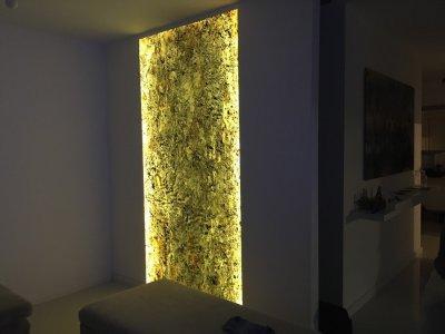 Átvilágítható Slate Design Translucent kőfurnér - nappali ötlet, modern stílusban