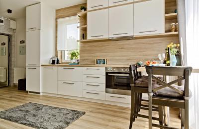 Péceli kis lakás4 - konyha / étkező ötlet, modern stílusban