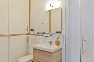 Péceli kis lakás5 - fürdő / WC ötlet, modern stílusban
