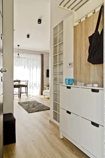 Péceli kis lakás6 - előszoba ötlet, modern stílusban