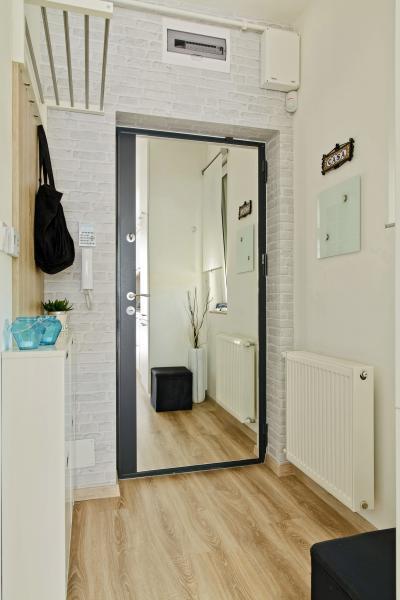 Péceli kis lakás9 - előszoba ötlet, modern stílusban