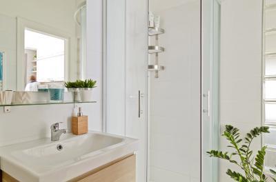 Péceli kis lakás11 - fürdő / WC ötlet, modern stílusban