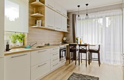 Péceli kis lakás13 - konyha / étkező ötlet, modern stílusban