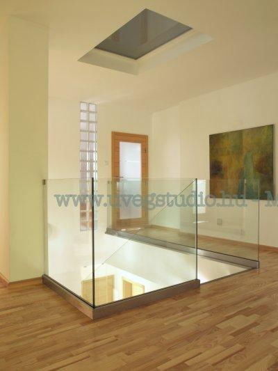 Modern üvegkorlát - homlokzat ötlet
