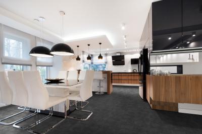 Modern konyha és étkező vinyl padlóburkolattal - konyha / étkező ötlet, modern stílusban