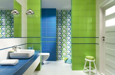 Kék és zöld csempe a fürdőben - fürdő / WC ötlet, modern stílusban